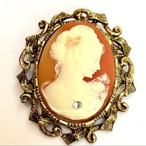 Jewelry - Resin Cameo Brooch in Gold Tone Frame